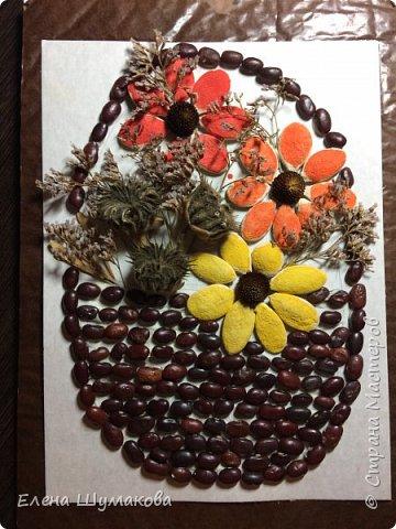 Для работы использовала фасоль, семена тыквы и сухие цветочки.