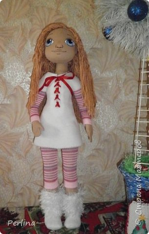 Авторская кукла, ручная работа . Пошита из габардина, набивка синтепон, волосы пряжа для вязания, лицо нарисовано акриловой краской, рост 52 см. Одежда и аксессуары съёмные. Дополнительная одежда. Кукла стоит, лежит. Изготовлена в одном экземпляре.    фото 4