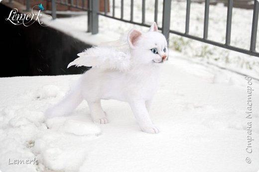 Зима. Валяная крылатая белоснежная кошечка фото 5