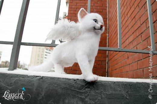 Зима. Валяная крылатая белоснежная кошечка фото 1