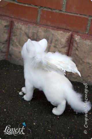 Зима. Валяная крылатая белоснежная кошечка фото 10