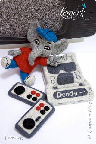Денди. Валяные из шерсти слоник и консоль Нинтендо с джойстиками фото 1
