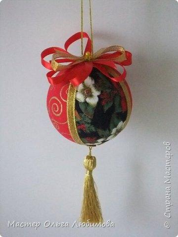 Все новогодние шарики выполнены в технике кимекоми. Работа кропотливая, требует аккуратности и терпения, но зато результат очень радует. А главное-такой полет фантазии в выборе ткани, в комбинациях и конечно же в декорировании. фото 4