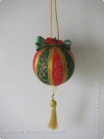 Все новогодние шарики выполнены в технике кимекоми. Работа кропотливая, требует аккуратности и терпения, но зато результат очень радует. А главное-такой полет фантазии в выборе ткани, в комбинациях и конечно же в декорировании. фото 6