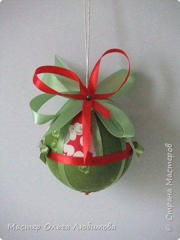 Все новогодние шарики выполнены в технике кимекоми. Работа кропотливая, требует аккуратности и терпения, но зато результат очень радует. А главное-такой полет фантазии в выборе ткани, в комбинациях и конечно же в декорировании. фото 7