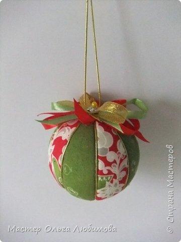 Все новогодние шарики выполнены в технике кимекоми. Работа кропотливая, требует аккуратности и терпения, но зато результат очень радует. А главное-такой полет фантазии в выборе ткани, в комбинациях и конечно же в декорировании. фото 8