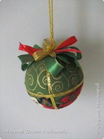 Все новогодние шарики выполнены в технике кимекоми. Работа кропотливая, требует аккуратности и терпения, но зато результат очень радует. А главное-такой полет фантазии в выборе ткани, в комбинациях и конечно же в декорировании. фото 9