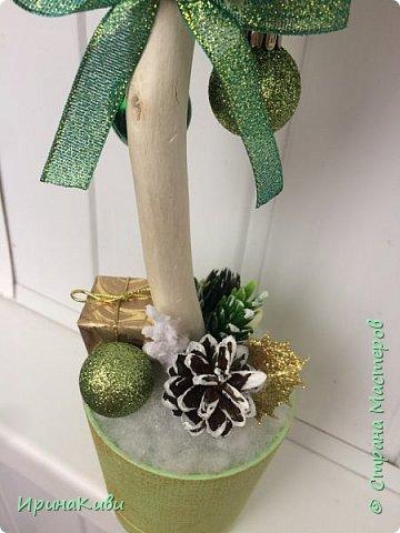 Первое новогоднее деревце в зелено-золотистых тонах. фото 4