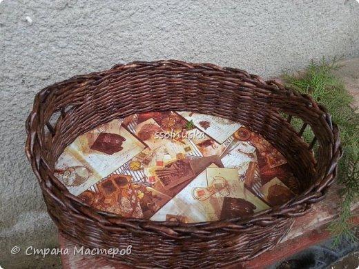 Добрый день! Корзина предназначается  мужчине (одинокому :) ) , чтоб хлеб в ней держал . Поэтому заказали простую и крепкую плетенку. фото 3