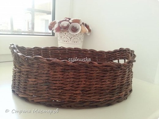 Добрый день! Корзина предназначается  мужчине (одинокому :) ) , чтоб хлеб в ней держал . Поэтому заказали простую и крепкую плетенку. фото 2