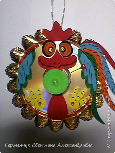 Это игрушка- трансформер .Ее можно украсить  елочку,а когда гости сядут за стол - использовать  как красивую подставку  со свечой, зажечь и встретить Новый год. С ребятами мы сделаем такой сувенир  к празднику. фото 5