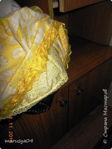 Вот такое Солнышко взошло у меня в 5 утра... А я замертво упала спать - в 7.00 на работу))) Ну что не сделаешь для любимой бабули. Ей уже 86 лет исполнятся. Захотелось сделать необычный подарок. Правда в планах была деревенская красавица с косой вокруг головы в сарафане - как у бабули в молодости. Но при пошиве сарафана мне захотелось цвета, к сарафану пришился ярко-желтый тюль и кружево. И деревенский образ как-то растворился. Получилась этакая панночка. Корзинки уж к такому платью не клеились. Да и времени уже не было. Ограничилась цветочками))) фото 15