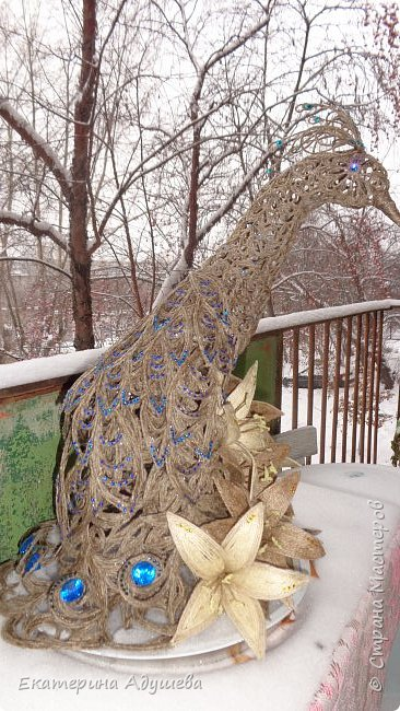 Жар-Птица в технике джутовая филигрань.  Два месяца работы и птица готова, на оформление 773 стразы , высота 46 см. фото 2
