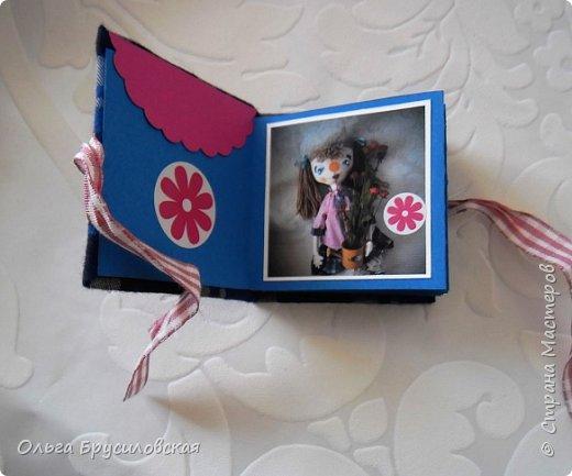 Привет всем в СМ! Я сегодня с очередной своей куклой и не только...  У внучки Аллочки (А.Б.Я http://stranamasterov.ru/user/154138) скоро день рождения. По словам бабушки, внучка - девочка озорная. А таких озорных кукол я увидела у нашего замечательного Мастера Светланы Хачиной. По ее МК http://stranamasterov.ru/node/798703 и сшила эту куклеху. фото 12