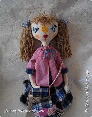 Привет всем в СМ! Я сегодня с очередной своей куклой и не только...  У внучки Аллочки (А.Б.Я http://stranamasterov.ru/user/154138) скоро день рождения. По словам бабушки, внучка - девочка озорная. А таких озорных кукол я увидела у нашего замечательного Мастера Светланы Хачиной. По ее МК http://stranamasterov.ru/node/798703 и сшила эту куклеху. фото 1