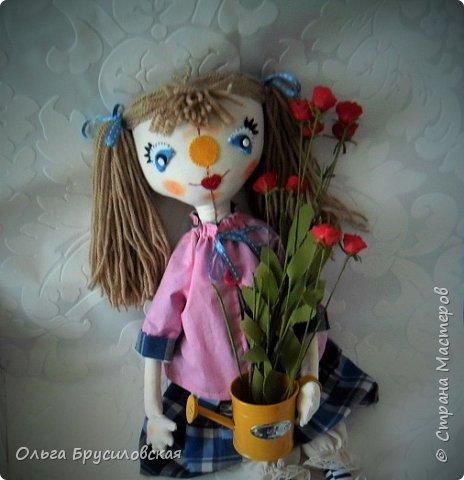 Привет всем в СМ! Я сегодня с очередной своей куклой и не только...  У внучки Аллочки (А.Б.Я http://stranamasterov.ru/user/154138) скоро день рождения. По словам бабушки, внучка - девочка озорная. А таких озорных кукол я увидела у нашего замечательного Мастера Светланы Хачиной. По ее МК http://stranamasterov.ru/node/798703 и сшила эту куклеху. фото 3