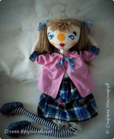Привет всем в СМ! Я сегодня с очередной своей куклой и не только...  У внучки Аллочки (А.Б.Я http://stranamasterov.ru/user/154138) скоро день рождения. По словам бабушки, внучка - девочка озорная. А таких озорных кукол я увидела у нашего замечательного Мастера Светланы Хачиной. По ее МК http://stranamasterov.ru/node/798703 и сшила эту куклеху. фото 5