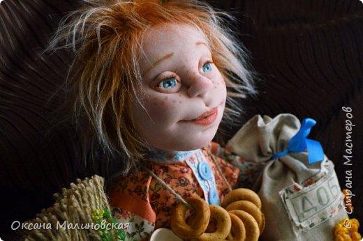 Не стала придумывать на этот раз имя кукле.Что точно-это домовой. Может Кузя ,а может Тимоша или ещё как ,как захочет будущая хозяйка.Губки бантиком,бровки домиком и сам похож на маленького гномика,рыжий и лохматый. фото 1