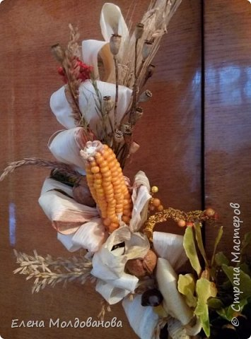 В каждом веночке или корзинке от 12 до 15 различных семян, плодов.  фото 3