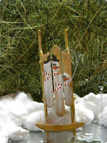 Ура, я. оказывается, еще и столярничать умею!))) Вот, смастерила саночки из палочек для мороженого) фото 1