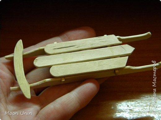 Ура, я. оказывается, еще и столярничать умею!))) Вот, смастерила саночки из палочек для мороженого) фото 2