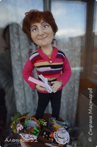 Коллеги с грустью узнали о предстоящем отъезде своей сослуживицы...и заказали мне куклу))) фото 1