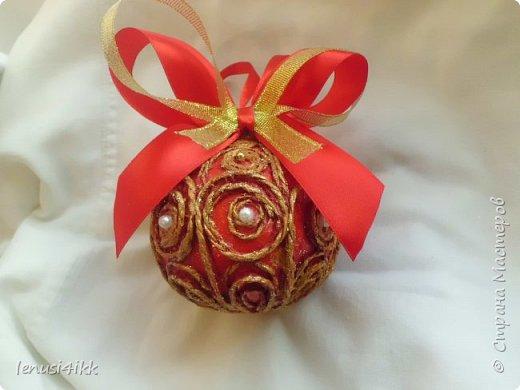 Обожаю Новый год .У меня были старые советские шарики,которые выглядели уже не очень,краска местами облупилась.Решила их обновить и вот что получилось. фото 7