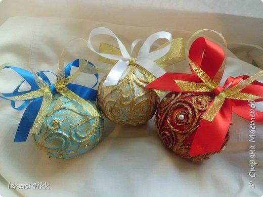 Обожаю Новый год .У меня были старые советские шарики,которые выглядели уже не очень,краска местами облупилась.Решила их обновить и вот что получилось. фото 5