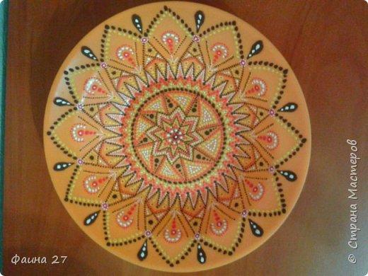 Точечная роспись тарелки обычной гуашью без контура, моя первая работа))) фото 1