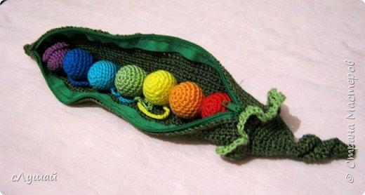 Связала для внучатой племянницы вот такою штучку. Зеленый горошек, с радужными горошинами фото 5