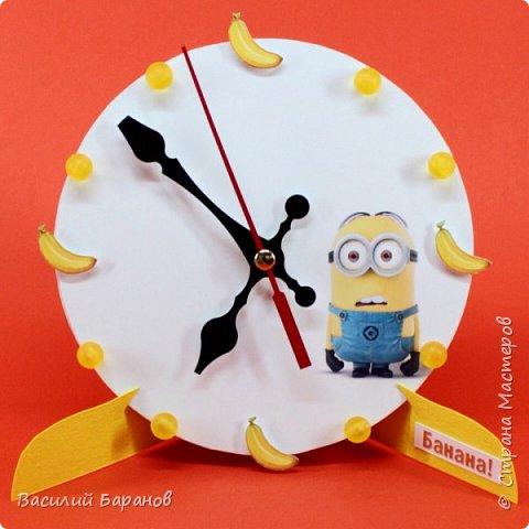 Часы настольные с изображением миньона «Банана!»