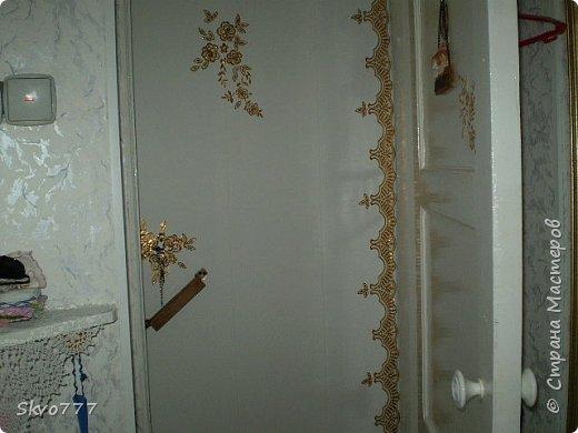 Окно в кухне. Подхваты- пряжка из картона с фольгой,штора зафиксирована обычной одноразовой ложкой Прикольно и в кухонном стиле фото 6