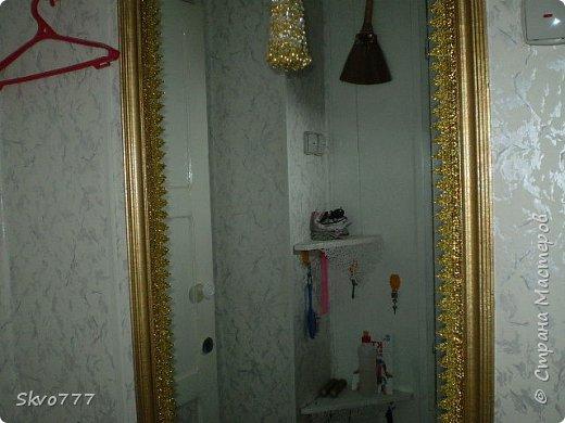 Окно в кухне. Подхваты- пряжка из картона с фольгой,штора зафиксирована обычной одноразовой ложкой Прикольно и в кухонном стиле фото 2