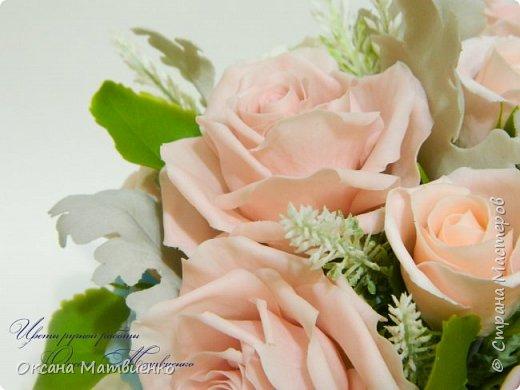 """Интерьерная композиция """"Soft pink"""".Нежные,пудровые розы,небесного цвета гортензия,резные листья цинеррарии и роскошная хризантема.Великолепно украсит любой интерьер или станет оригинальным подарком. Полностью ручная работа. Букетик закреплен в красивой керамиеской вазе. фото 3"""