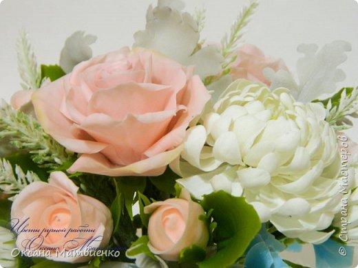 """Интерьерная композиция """"Soft pink"""".Нежные,пудровые розы,небесного цвета гортензия,резные листья цинеррарии и роскошная хризантема.Великолепно украсит любой интерьер или станет оригинальным подарком. Полностью ручная работа. Букетик закреплен в красивой керамиеской вазе. фото 5"""