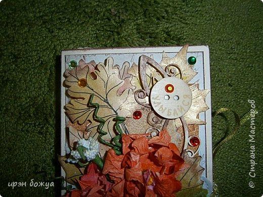 Сегодня я с шоколадницей.Вдохновитель тут http://stranamasterov.ru/node/1057689?c=favorite . Верх открытки сделан без применения фигурных дыроколов.Шаблоны листочков взяла в интернете: клен-3-х видов+самодельные цветы из бумаги для рисования. Штампик -поздравление,стразы, деревянная пуговица. фото 6