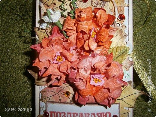 Сегодня я с шоколадницей.Вдохновитель тут http://stranamasterov.ru/node/1057689?c=favorite . Верх открытки сделан без применения фигурных дыроколов.Шаблоны листочков взяла в интернете: клен-3-х видов+самодельные цветы из бумаги для рисования. Штампик -поздравление,стразы, деревянная пуговица. фото 5