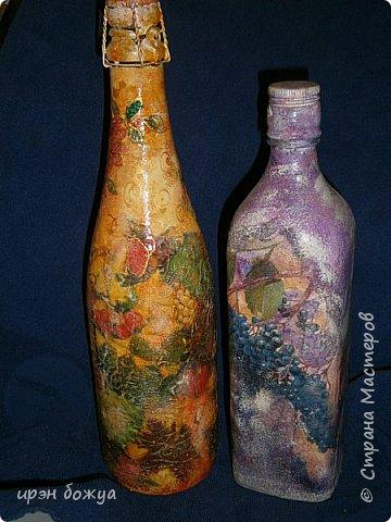 """В продолжении шоколадницы """"Осенняя"""" сделана в комплект бутылочка напитка задекорированная под осень(слева). Справа стоит моя более ранняя работа,но осенняя бутылочка делалась по этому образу. фото 1"""
