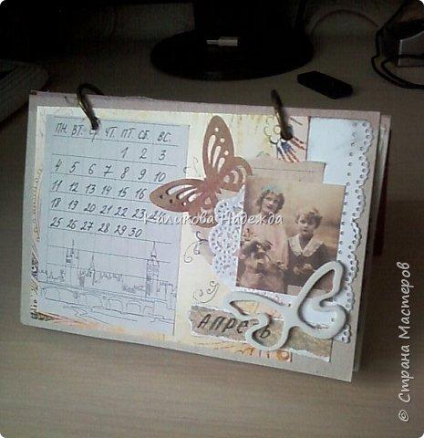 Почти год, как этот календарь прослужил мне верой и правдой)) Странички сделаны из обычного цветного картона размером1/4 листа А4. Это обложка. Переворачиваем... фото 5