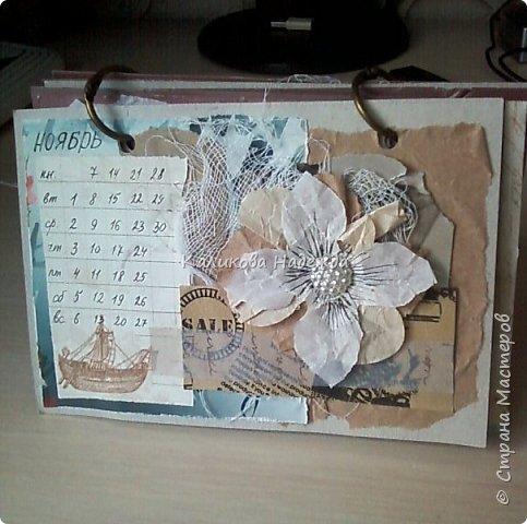 Почти год, как этот календарь прослужил мне верой и правдой)) Странички сделаны из обычного цветного картона размером1/4 листа А4. Это обложка. Переворачиваем... фото 12