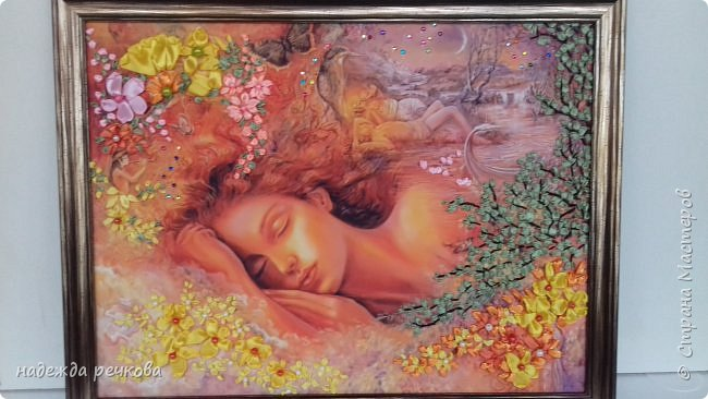 """Добрый день всем кто заглянул ко мне!Приглашаю к просмотру новой картины"""" Спящая красавитца"""".выполнена на атласе в рамке темного золота.Вышита атласными лентами,украшена бусами и стразами.Размер А3 фото 1"""