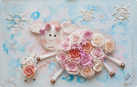 Овечки, цветы и снежинки вылеплены вручную из глины Deco.
