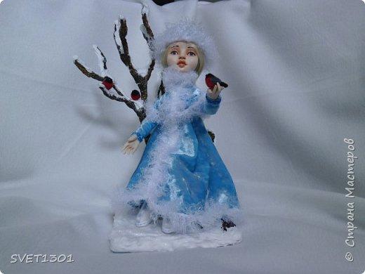 Каркасные куклы:  первая из запекаемого пластика, вторая из само отвердевающей полимерной глины,  пенёчки-подставки из папье-маше, а птички сваляны из шерсти. Размер кукол в стоячем положении 25-27 см. фото 1