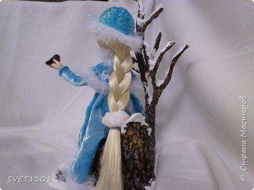 Каркасные куклы:  первая из запекаемого пластика, вторая из само отвердевающей полимерной глины,  пенёчки-подставки из папье-маше, а птички сваляны из шерсти. Размер кукол в стоячем положении 25-27 см. фото 2