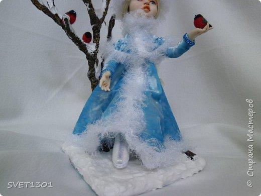 Каркасные куклы:  первая из запекаемого пластика, вторая из само отвердевающей полимерной глины,  пенёчки-подставки из папье-маше, а птички сваляны из шерсти. Размер кукол в стоячем положении 25-27 см. фото 3