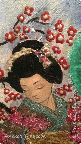 Распечатка рисунка,приклеен пва к стеклу,нанесена фактурная шпаклевка и роспись акриловыми красками,акриловым контуром и лаками для ногтей.В прическе стразы для ногтей.Это подарок для коллеги,она мечтает о Японии,мечтает попасть туда. фото 2