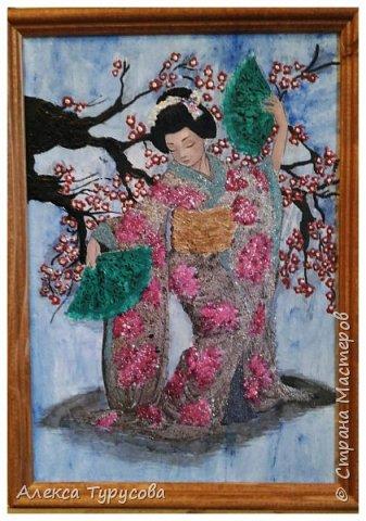 Распечатка рисунка,приклеен пва к стеклу,нанесена фактурная шпаклевка и роспись акриловыми красками,акриловым контуром и лаками для ногтей.В прическе стразы для ногтей.Это подарок для коллеги,она мечтает о Японии,мечтает попасть туда. фото 1
