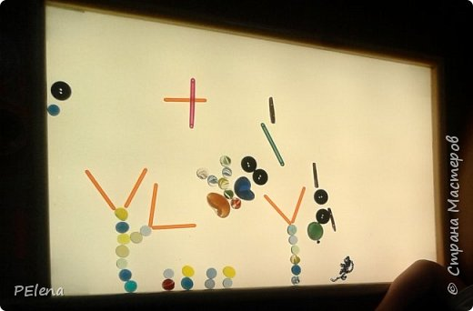 Вот такой планшет для рисования песком (манкой) сделал нам папа по заказу мамы ).  фото 3