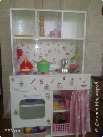 Вот такая кухня получалась общими усилиями с мужем. Использовались остатки мебельного щита, ДСП и все, что нашлось в подвале ))). фото 1
