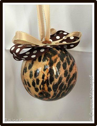 Приветствую всех жителей Страны Мастеров! Сделала новые шары и топиарий.  Пластиковый разъемный шар, обратный декупаж салфеткой, кружево и лента для бантов. фото 3